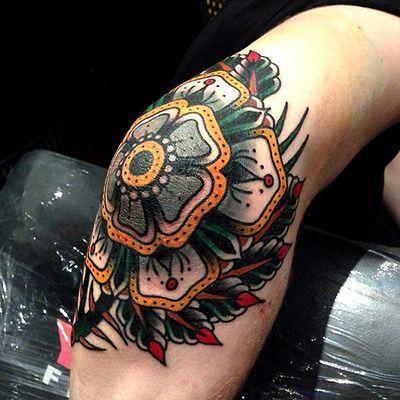elleboog bloem tattoo