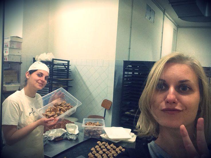 Sister's selfie!!                   --------------        Biscottificio Innocenti, Amore, Auguri, biscuit, biscotto, cookie, Cookies, Food, Forno, Love, love food, Oven, Stefania Innocenti, Rome, Trastevere,  Biscotti, Sisters, Sorelle