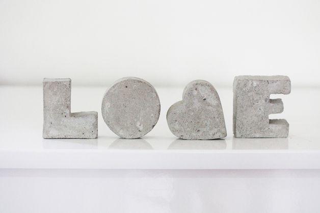"""Betonbuchstaben """"LOVE"""""""