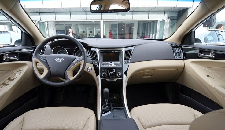 Hyundai Sonata is characterized by good fuel economy and a spacious interior. In this class identifies the Toyota Camry and Honda Accord, because there are more opportunities to make money.   Automotive stampa says Hyundai Sonata 2012 and gives cu