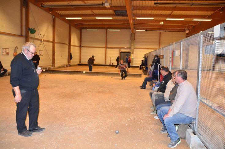 Un deuxième concours de pétanque pour les vétérans au boulodrome des Nivres.