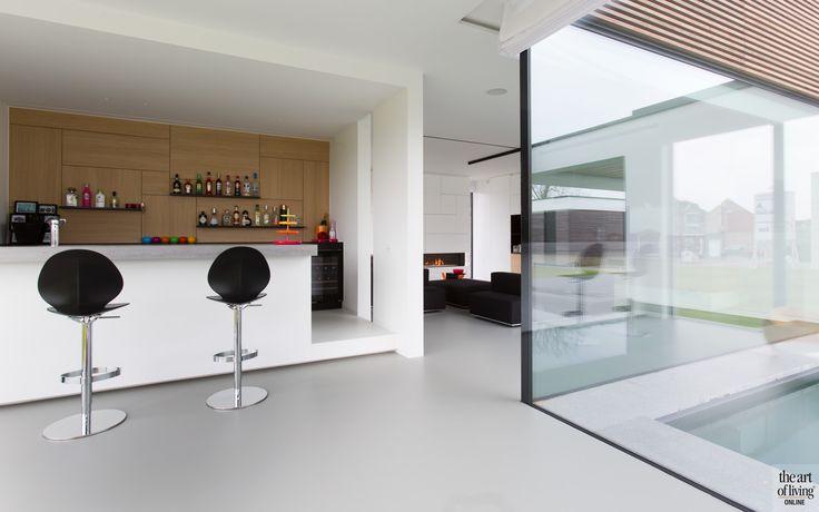 EVERYDAY COCTAILS | BLOCK OFFICE ARCHITECTEN | MAATMEUBILAIR: SCHOEFFAERTS AFWERKINGSBEDRIJF | #gietvloer #furniture #meubels #maawerk #maatwerkinterieur #interieur #interior #interiordesign #wardrobe #minimalistic #minimalism #minimalistisch #stijl #style #homedecor #theartofliving #luxuryhouses #luxuryinteriors #villasinbelgium #white #blackandwhite #fullwhite #bar #barinhouse #coctails #drinks #coctailbar