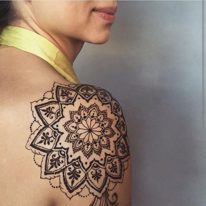 17 meilleures id es propos de tatouages l 39 henn por l 39 paule sur pinterest tatouage pour - Tatouage mandala epaule ...