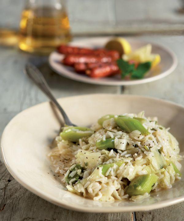 Το λάχανο συνδυάζεται μαζί με άλλα εποχικά λαχανικά και γίνεται ένα απλό αλλά πεντανόστιμο φαγάκι, που φτιάχνετε με ρύζι νυχάκι ΟΜΟΣΠΟΝΔΙΑ. #λαχανόρυζο
