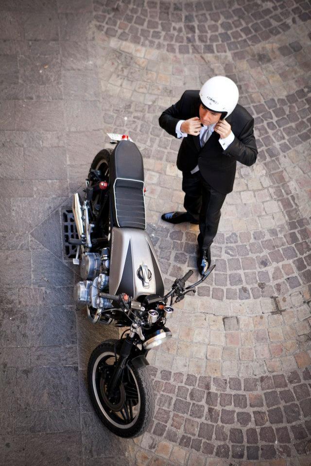 #bike #motorbike #caferacer #honda #custom #cafè #hondacb750f #moto #customizer #fmw #fugarmetalworker #photography #blackandwhite #matrimonio #wedding #sposo #groom