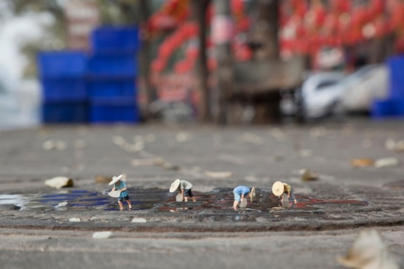 Global Model Village by Slinkachu http://restreet.altervista.org/la-street-art-in-miniatura-di-slinkachu/