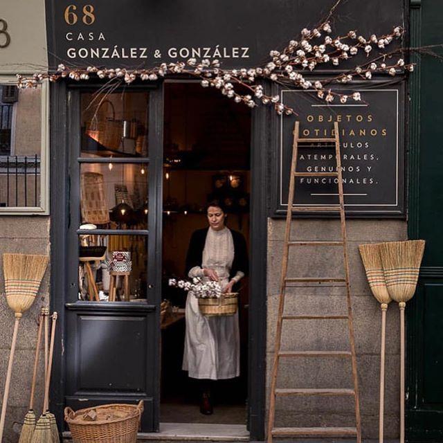 Casa Gonzalez Gonzalez Madrid Gonzalezygonzalezstore I Had The Pleasure Of Fachadas De Tiendas Interiores De Tiendas De Café Diseño De Fachada De Tienda