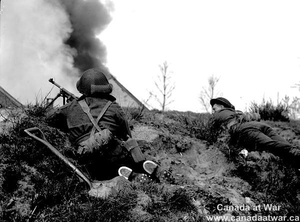 Infantrymen of The South Saskatchewan Regiment during mopping-up operations along the Oranje Canal, Netherlands, April 12, 1945. Photograph by Lieutenant Dan Guravich.