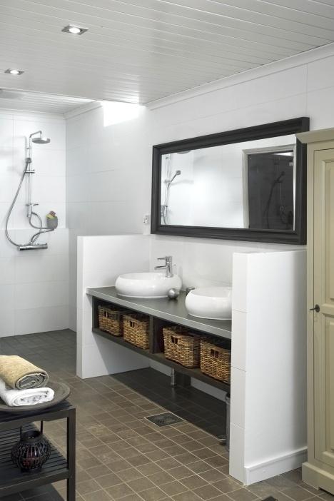 talokoti.fi kylpyhuone  Ja vielä wc-pönttö toiseen päätyyn