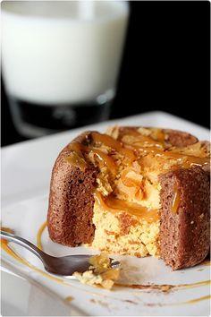 Cette présentation, ces petits biscuits ne vous rappelleraient-ils pas quelque chose ?  Le gâteau d'anniversaire noisette, banane et caramel:    J