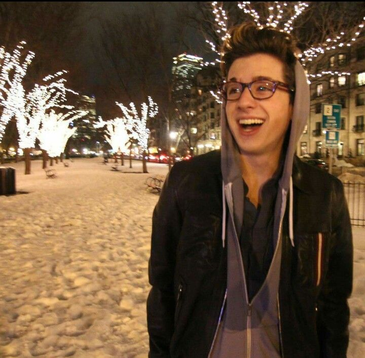 Love Charlie Puth in his glasses ♡