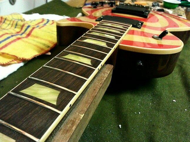 Rettifica tasti su una Gibson Les Paul Classic