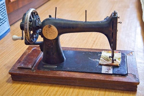 Старинная швейная машинка Zinger Kohler