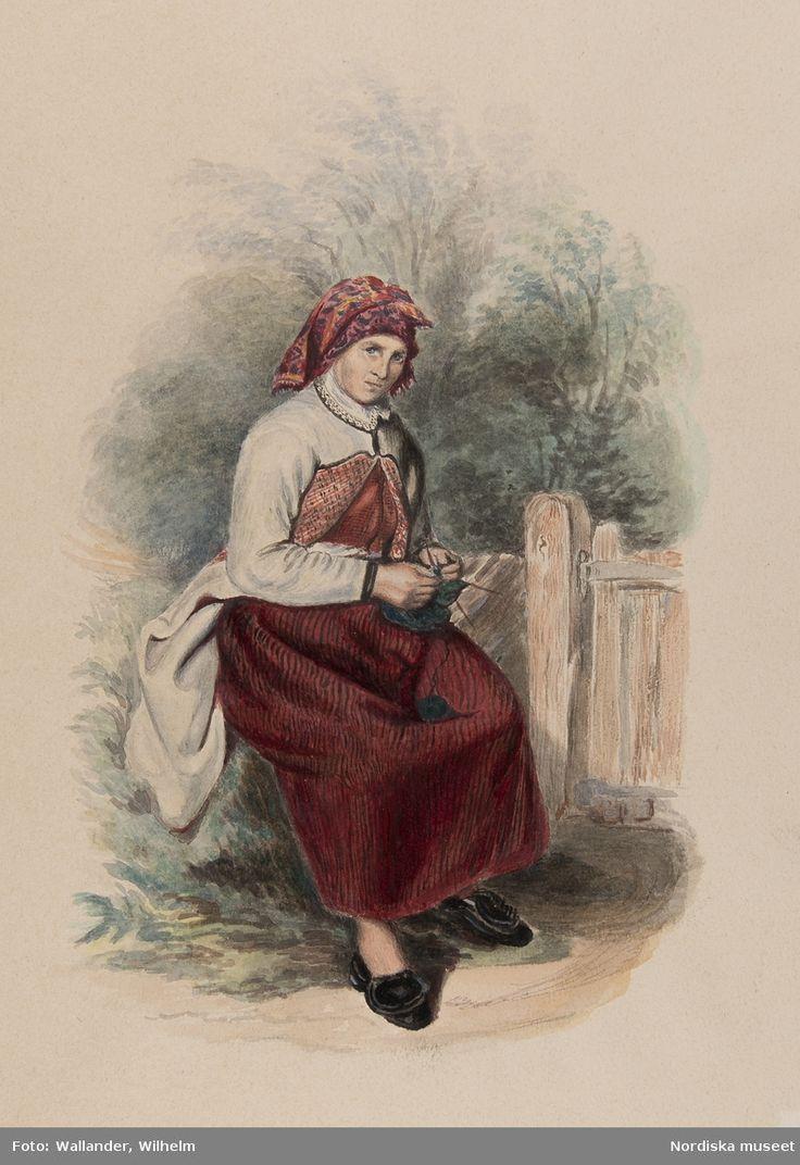 """Dräkt. """"Westra Wingåker, Hustrun Annika (vid Damsdal) Hvardags och resdrägt. Sittande, stickande kvinna i dräkt i helfigur. Akvarell i storformat av J.W. Wallander (kopia?)"""