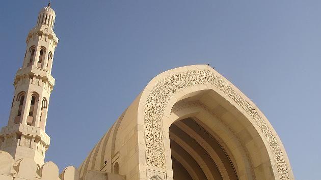Die Große Moschee in Maskat (Oman) vereint harmonisch Stilelemente verschiedener Kulturen.