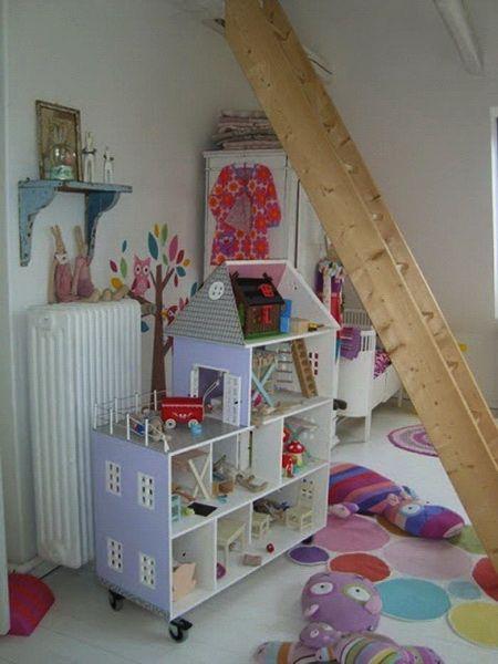 Кукольный домик на колесиках