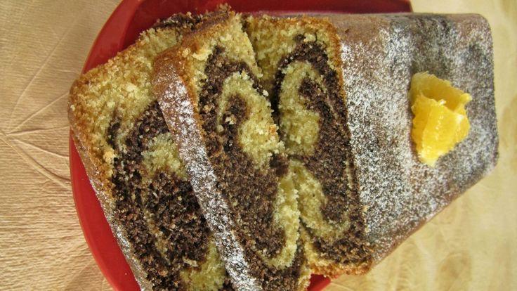 Prepara un pastel marmoleado de chocolate y naranja