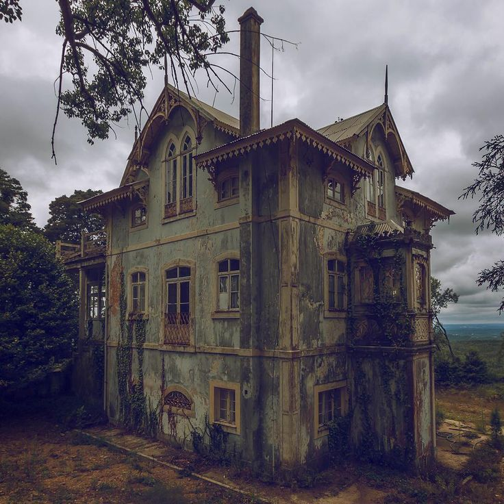 Abandoned house in Portugal. Photo by Fábio Martins of @ue_photography.