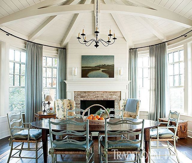 Isn't this dining room dreamy?! Click the link in our bio to see the whole #SouthCarolina home. Interior design: @tammyconnor; Architect: Christopher Rose; : Erica Dines. #diningroom #interiordesign #beachhouse #summerhome