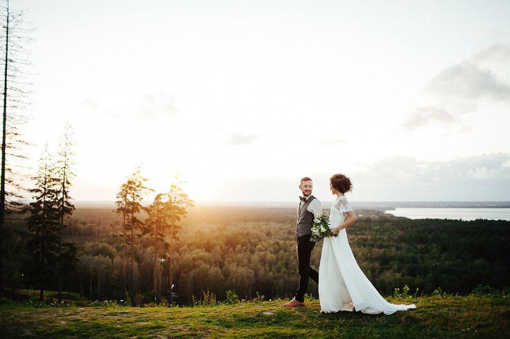 Теплая свадебная фотосессия на закате