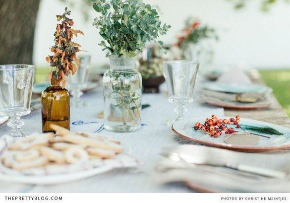 Rustic tablescape in hues of brown & green | Photography: @Christine Meintjes, Styling: Nicola Pretorius & Anneke Roux, Raw wooden table: Goeters, Oval platter & linen: Nest Vintage Shop, Crockery & Glasses: Melissas