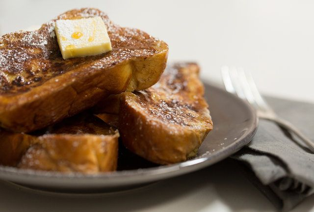 How to Make Perfect French Toast in Under 10 Minutes - For some reason I make great pancakes, but I suck at French toast...I'm going to give this a try.