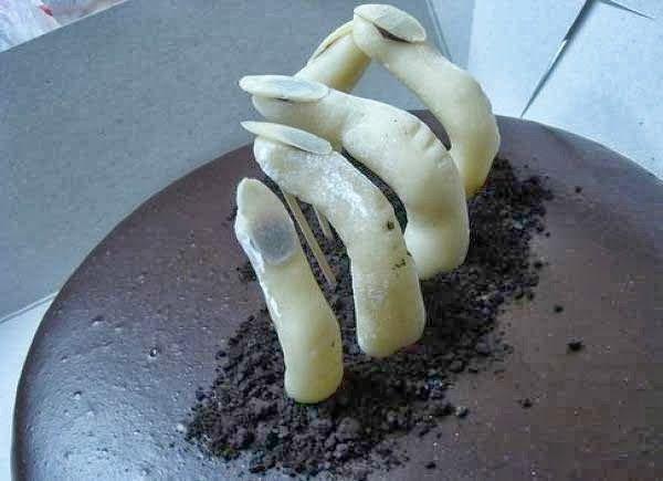 25 weird creepy spooky and scary halloween cakes - Scary Halloween Cake Recipes