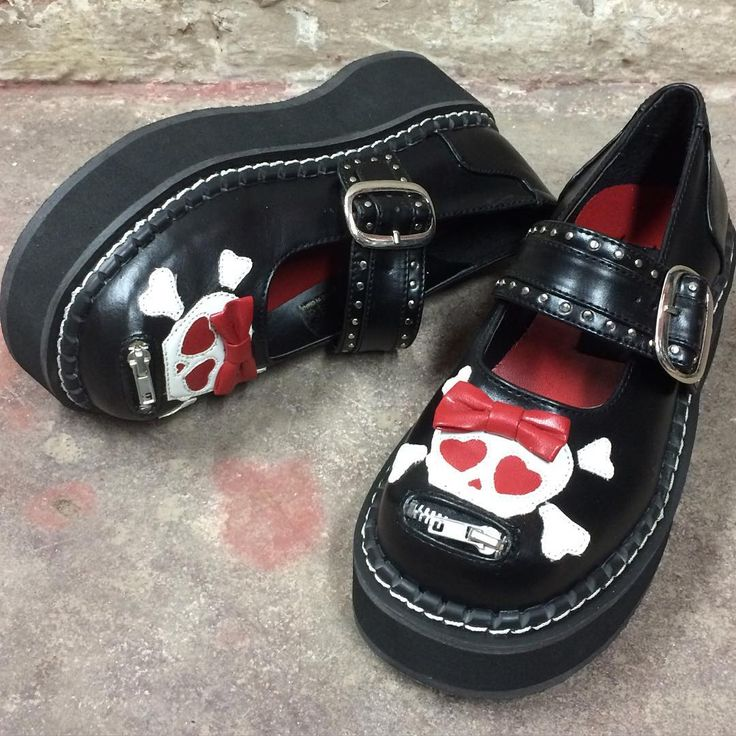 """275 To se mi líbí, 6 komentářů – Sinister Soles (@sinistersoles) na Instagramu: """"Skully face Mary Janes - in stock now! Search Emily221 at SinisterSoles.com to shop. 💀 #gothshoes…"""""""