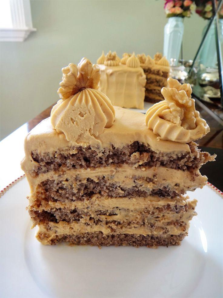 Eu adoro bolo de nozes. Minha vó fazia um tão maravilhoso que fiquei décadas sem querer outra receita. Na verdade, esta eu inventei dia desses, quando tinha nozes em...