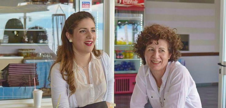 Το προσωπικό μας - http://www.ilia-mare.gr/staffΕλάτε να γνωρίσετε το φιλικό προσωπικό μας! Μερικοί απο εμάς προερχόμαστε απο διαφορετικές χώρες, έχουμε διαφορετικές εμπειρίες και διαφορετικές ηλικίες όμως όλοι έχουμε 2 πράγματα κοινά: Πρώτον μας αρέσουν τα ταξίδια και δεύτε