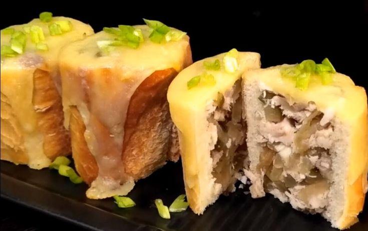 Закуска из фаршированного багета в виде пенечков готовится быстро, а готовое блюдо удивит вас своим изумительным вкусом и подарит ощущение сытности. Снаружи пенечки получаются хрустящими, а внутри — сочными.