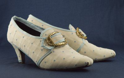 18th century shoes made from thrift store shoes. Great tutorial.