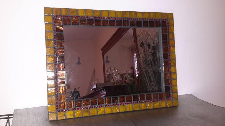 Voici ce que je viens d'ajouter dans ma boutique #etsy: Miroir mosaïque jaune, rouge et bordeaux ~ miroir ~ miroir bois ~ miroir rectangulaire ~ pendaison de crémaillères ~ cadeaux femme homme http://etsy.me/2Co2z6R #articlespourlamaison #decorationinterieure #jaune