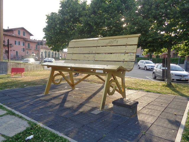 Le panchine giganti delle Langhe - Big Bench Community Project https://lefotodiluisella.blogspot.it/2017/07/big-bench-panchine-giganti.html