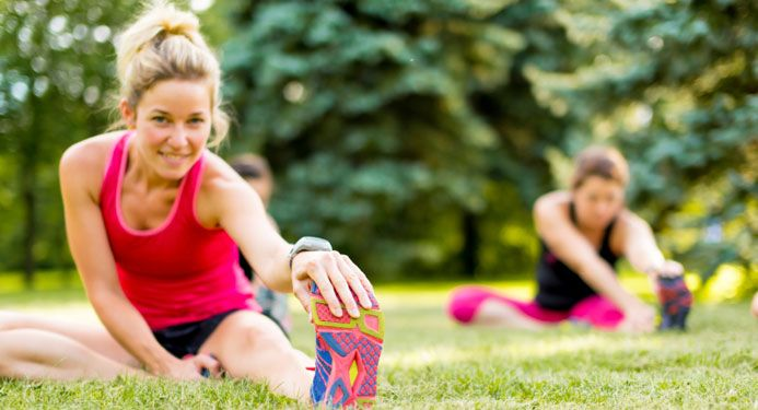 Esercizi di stretching, esercizi di potenziamento, esercizi di skip: