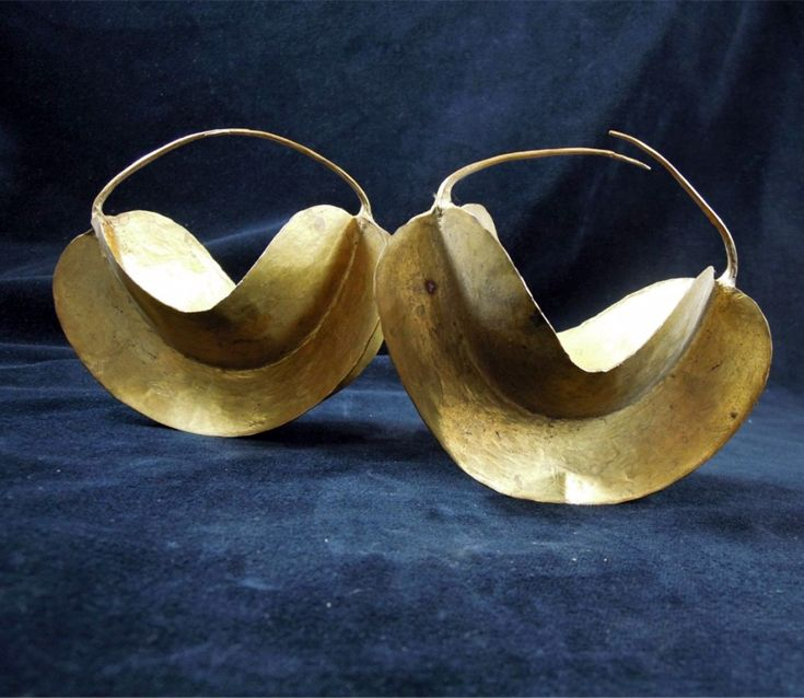 Mali | Pair of earrings from the Fulani people; gold toned metal. | Est. 50 - 80€ ~ (Mar '15)