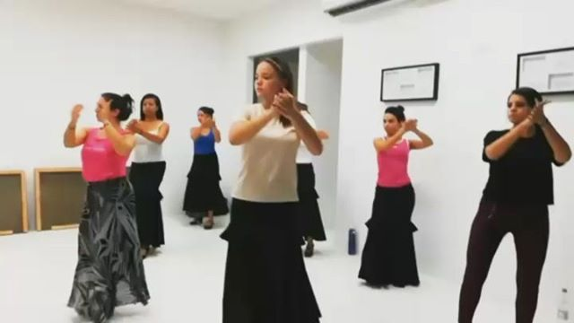 Clases De Flamenco En Estudioflamencobaq Un Poquito De La Coreografía Que Estamos Haciendo Por Tangosflamencos Carmen Tort Flame Coreografía Danza Flamenco