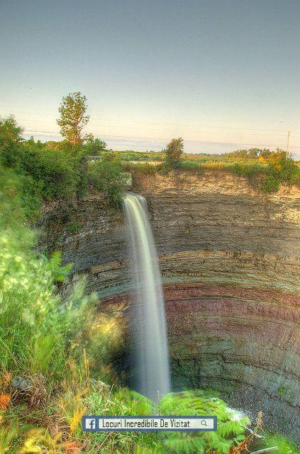Cascada Dracului, Ontario. Această secțiune a traseului Bruce este aproape de Stoney Creek, cu vederi minunate ale lacului Ontario în depărtare.