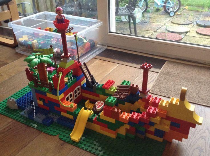 Duplo pirate ship