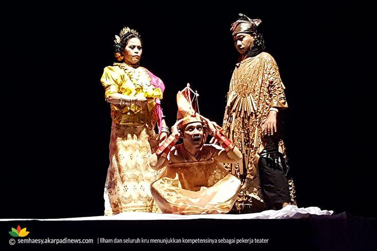 Catatan N. Syamsuddin Ch. Haesy   MENONTON teater bagi saya adalah kesadaran untuk beroleh nilai dari cerita dan pertunjukan, yang dikelola secara kolektif oleh para kreator dan aktor, dalam