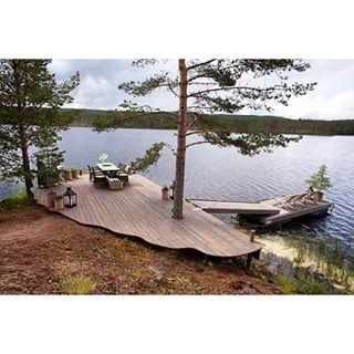 @talgoinvest : Her ser dere hele brygga som ble bygd, vil tro dette blir en flott plass for hytteeierne på Finnskogen. #møreroyalgrå #talgø #terrassebord #tv3 #eventyrligoppussing