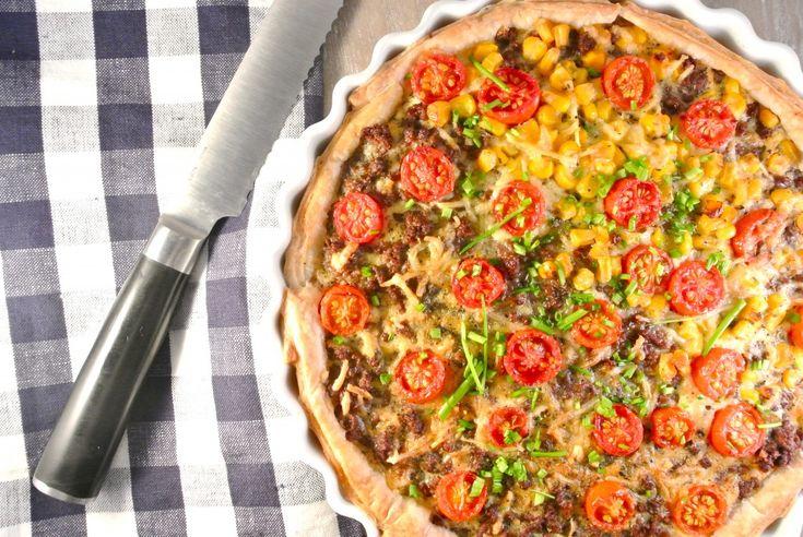 gehakttaart uit de oven met tomaat en mais