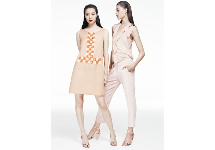 PEACH MOMENT. Pastels are back. From peach to nude, a wide range of soft hues.
