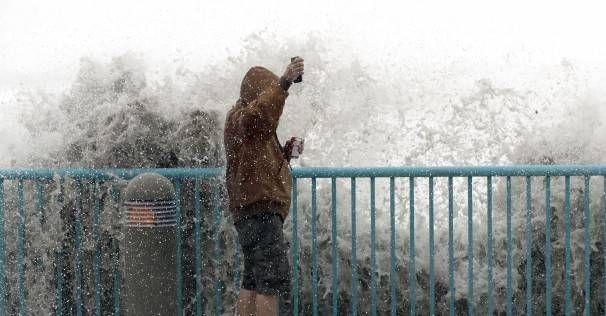 … http://www.biphoo.com/bipnews/world-news/hurricane-matthew-batters-floridas-northeast-coast.html