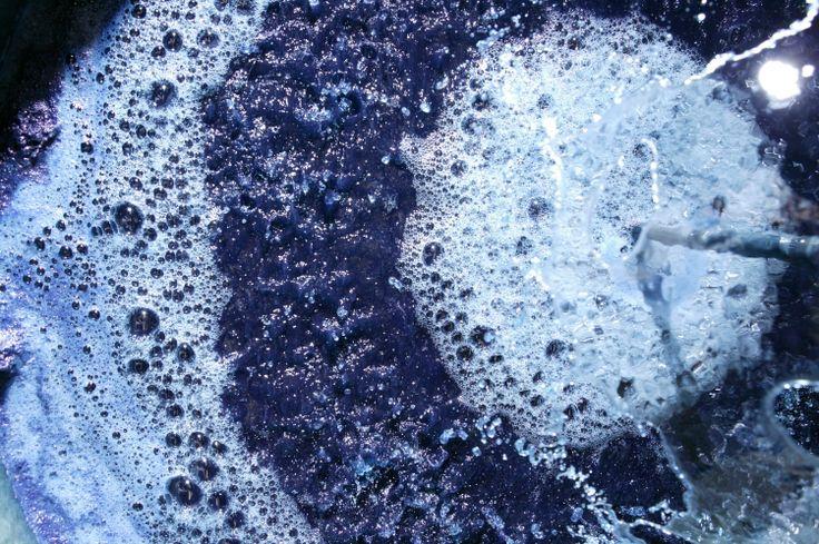 Bleu - Extraction des pigments de pastel – Atelier Bleu de Lectoure (Gers) © CRT Midi-Pyrénées / D. Viet #TourismeMidiPy #MidiPyrenees #France #Colors #Lectoure #Gers