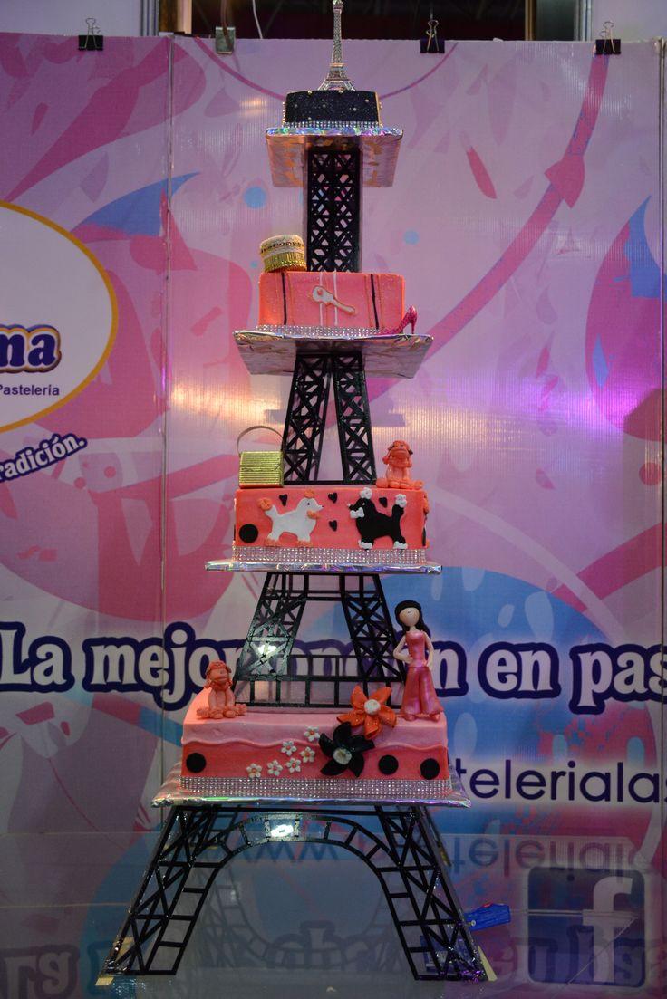 Pastel con tematica de Paris #pastel #pasteles #tematicos #paris #quinceaños #expoquinceañera