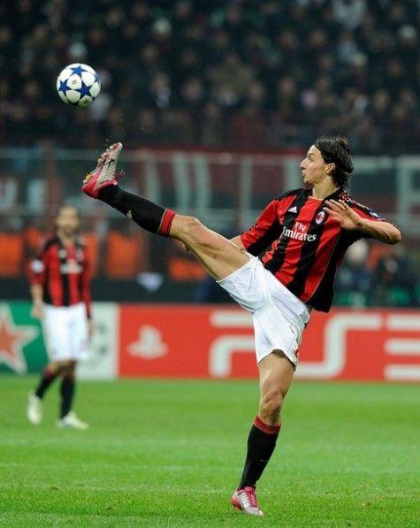 Zlatan Ibrahimovic #ACMilan Ninja kick