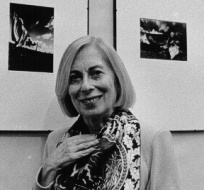 Giuliana Traverso è nata a Genova ed è una delle figure più rappresentative della fotografia contemporanea.