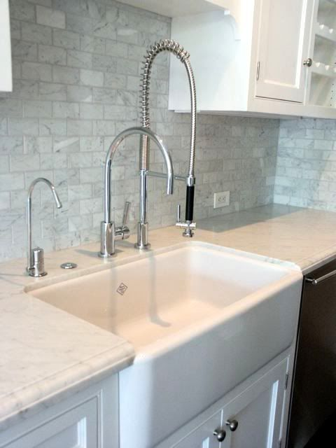 Farmhouse sink and commercial grade faucet kitchen for Farm style kitchen faucets