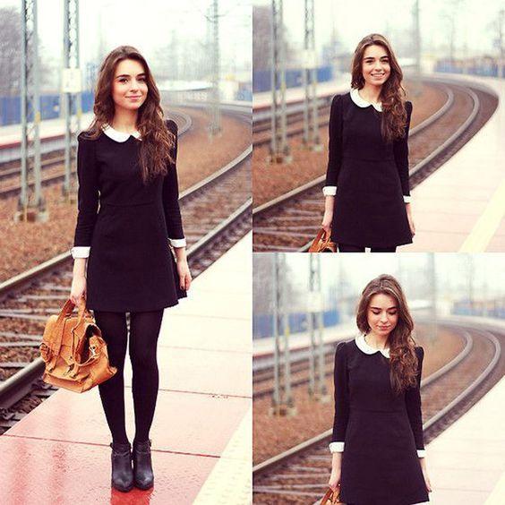 Elige un vestido de manga larga y acompáñalo con medias calientes.